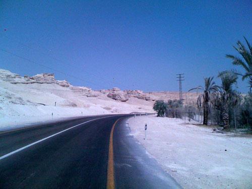 Des falaises de sel sur la route de Gomorre