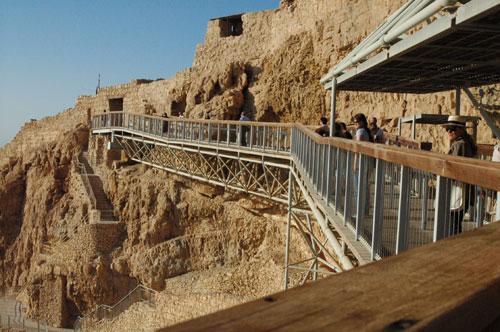 Le chemin de ronde pour simplifier l'accès à Massada