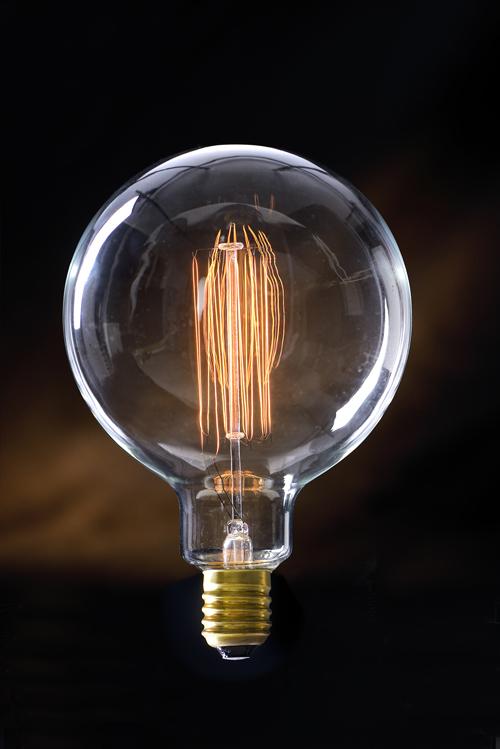 Des ampoules & des luminaires qui brillent d'une autre lumière