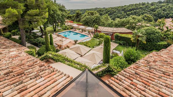 Hôtel Cantemerle… délicieusement niché au coeur d'une végétation provençale ! La Table du Cantemerle, une superbe table à Vence !