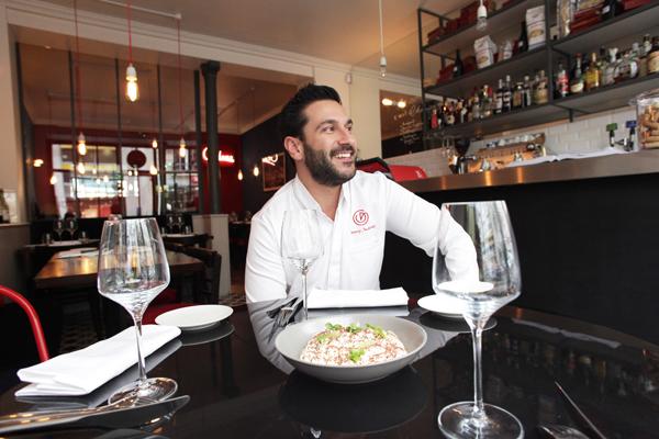Denny Imbroisi dans son restaurant ©Marie Spera, Chaud patate ! avec Christophe Michalak et Denny Imbroisi