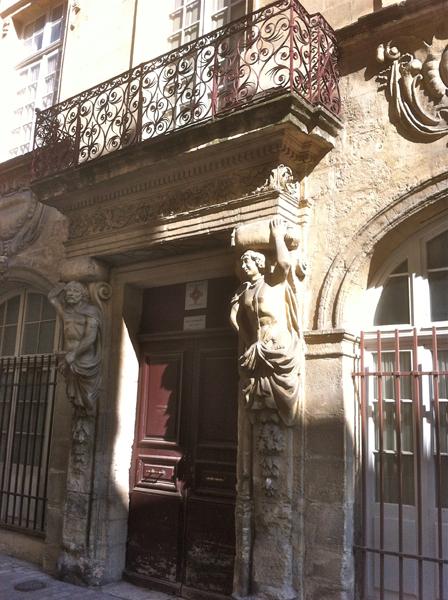 Beaucaire recèle de façades magnifiques et d'ornements gracieux. © Judith Lossmann